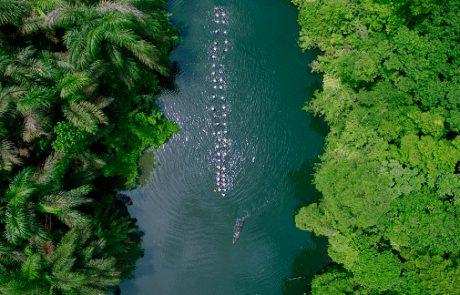 Los últimos de Filipinas atravesando el rio