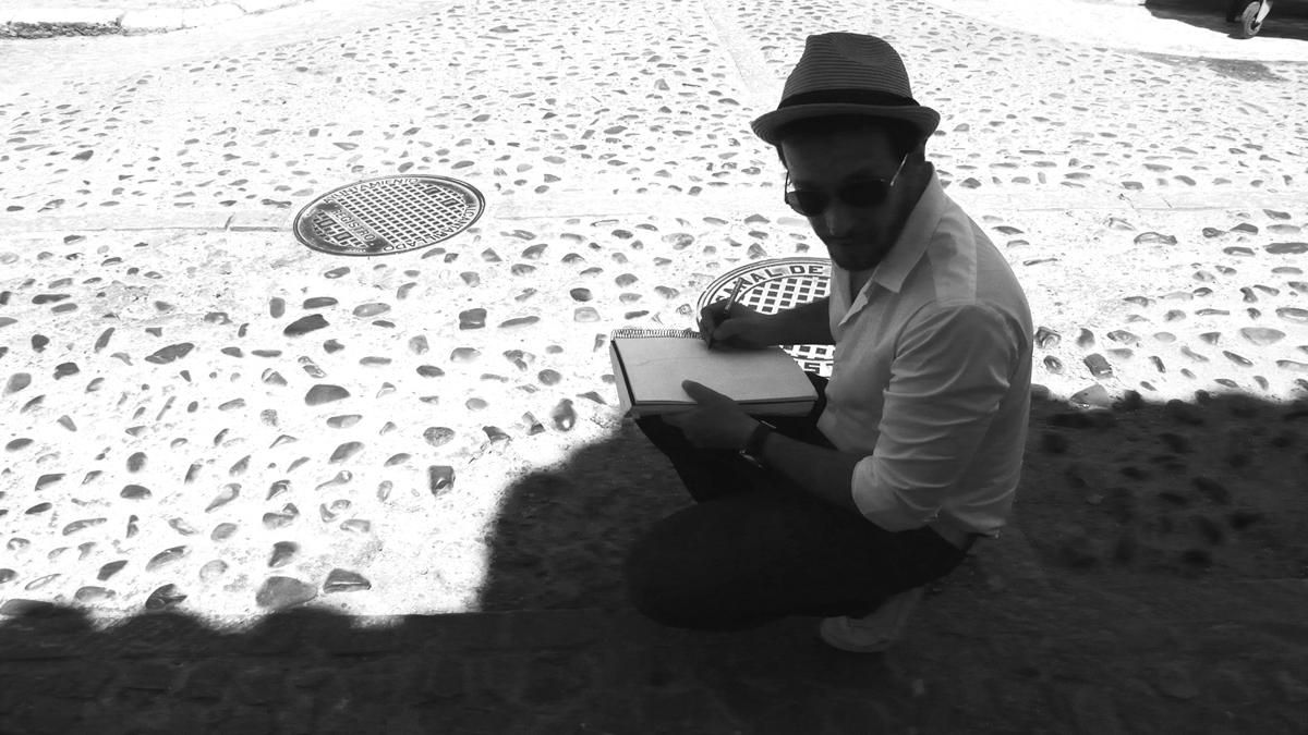 Salvador Calvo planificando en la sombra