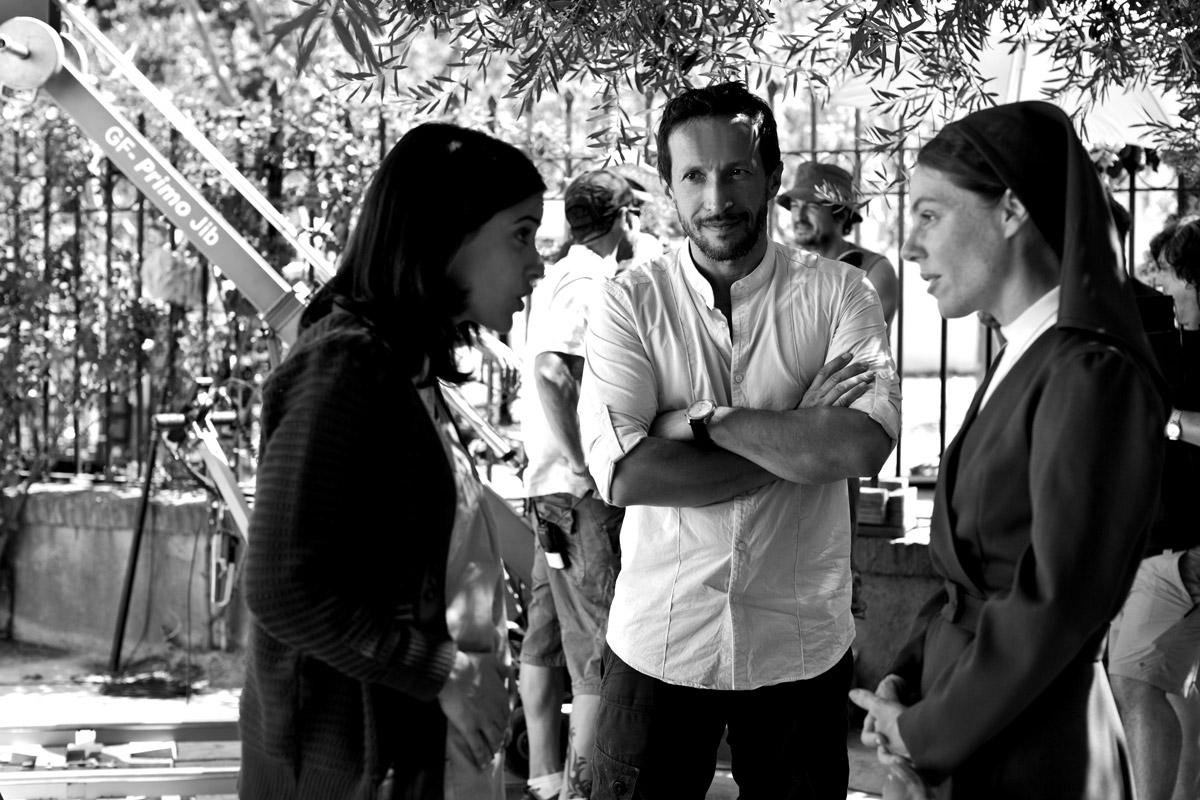 Salvador Calvo con Macarena García y Silvia Marty