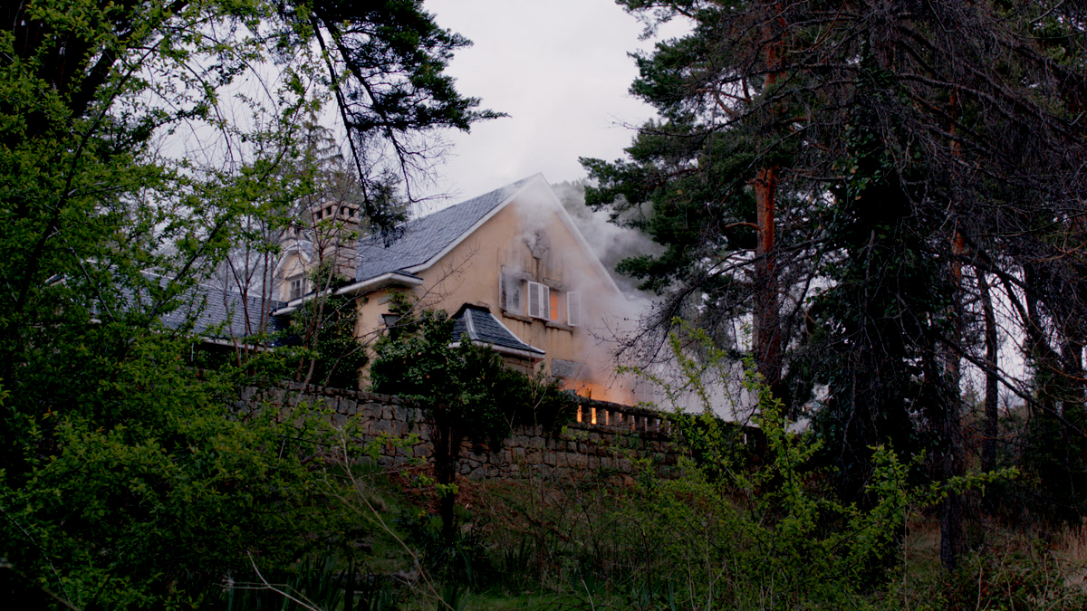 Arde la casa de la Bruja
