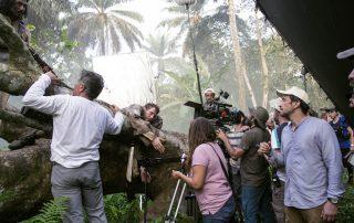 Salvador Calvo rodando en las selvas de Guinea Ecuatorial con Álvaro Cervantes